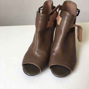 Open toes booties